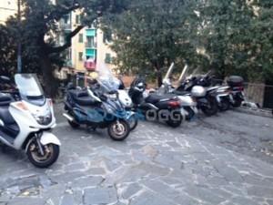 scooter sul piazzale della Chiesa Santa Margherita