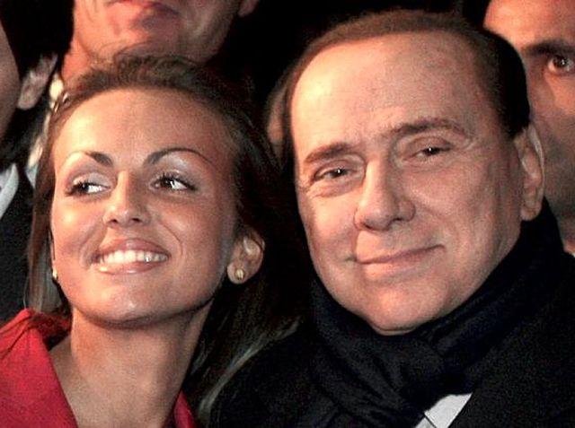 Gossip – Silvio Berlusconi smentisce la crisi con Francesca Pascale