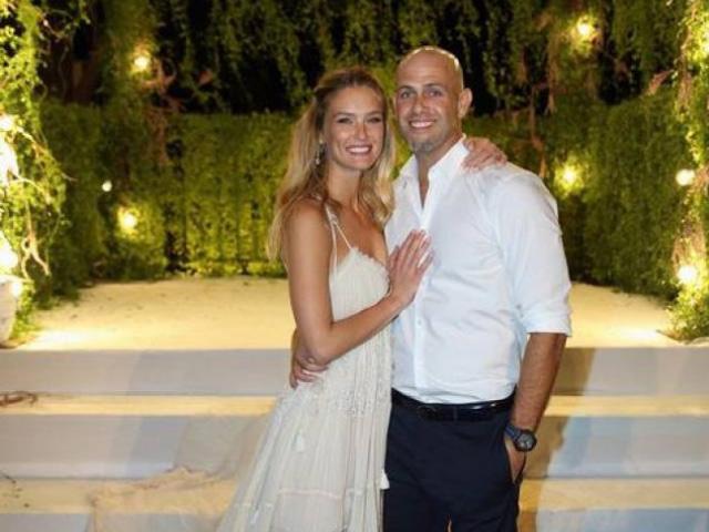 Gossip – Bar Refaeli, su Instagram la foto in abito da sposa