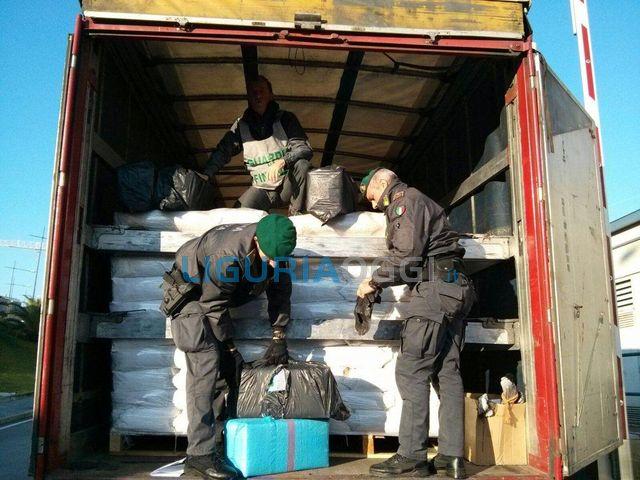Savona – Droga per due milioni di euro su un Tir dalla Spagna