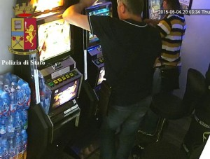Furto slot machines a Genova