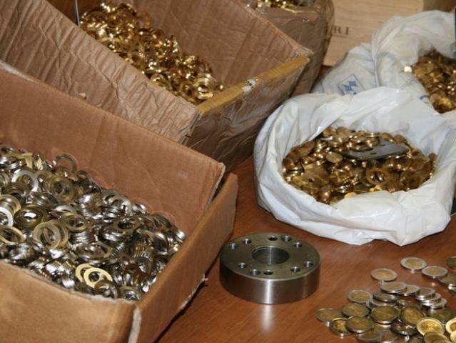 Fabbricavano monete false in un'appartamento di Oregina, arrestati