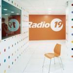 Radio 19 non chiude. Ipotesi fusione con Radio Nostalgia all'ombra della Mole