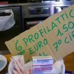 Profilattici in vendita nel bar della biblioteca Berio, scoppia la polemica