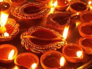 Induisti celebrano il Diwali