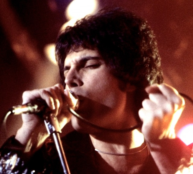 Rami Malek, prima foto ufficiale nei panni di Freddie Mercury