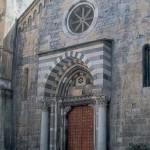 Fantasma in cappa rossa nel Centro Storico di Genova – E' lo spirito di Stefano Raggio