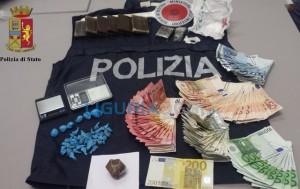 Polizia arresta spacciatore nei vicoli