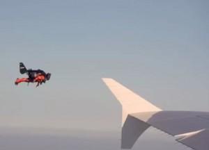 Jetpack insegue aereo di linea a Dubai