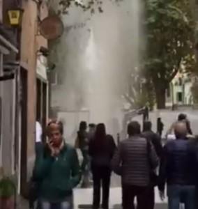 Tubo rotto in piazza Baracca a Sestri Ponente