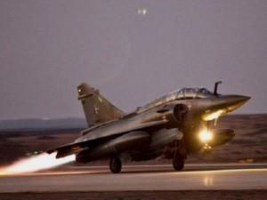 Francia bombarda ancora l'Isis a Raqqa