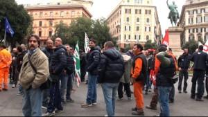Corteo lavoratori Iren a Corvetto