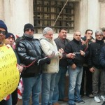 Iren, lavoratori si incatenano davanti a Tursi
