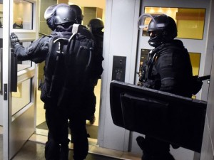 Monaco - Rapina con sparatoria da Cartier, malviventi asserragliati