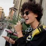 Sara Loreni, concerto sul balcone interrotto dai Vigili Urbani