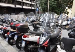 Genova, autobus contro moto davanti alla stazione di Brignole: muore una donna