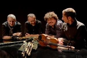 Nell foto, il gruppo musicale dei Birkin Tree