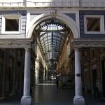Genova, doppio furto nella notte. Distrutta la vetrina di Forni in Galleria Mazzini