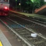 Sestri Ponente, tenta il suicidio gettandosi sotto il treno: grave