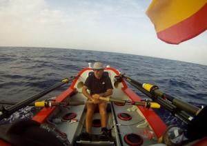 John  Beeden attraversa Pacifico a remi
