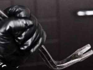 Tenta furto in casa e si giustifica dicendo di aver bisogno di soldi: arrestato 32enne