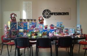 Nella foto, i giocattoli donati dall'anca Confesercenti