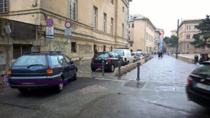 Sosta vietata in via Daste a Sampierdarena