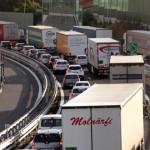 Tir in fiamme sulla A14, traffico bloccato tra Pescara e Roseto