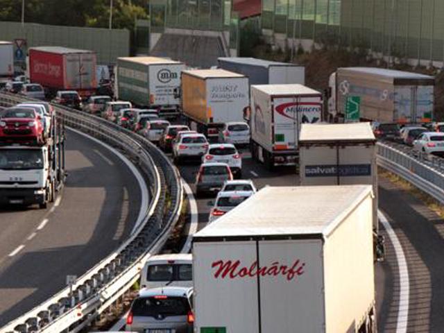 Incidente stradale sulla A10 Genova - Ventimiglia tra allacciamento con la A26 e Genova Prà