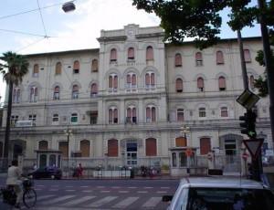 Nella foto, l'ospedale Sant'Andrea della Spezia