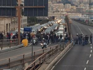 Sopraelevata bloccata a Genova