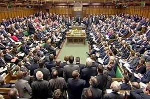 Deputati inglesi insultati per strada