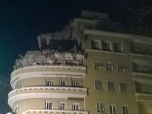 Crollano tre piani di una palazzina a Roma