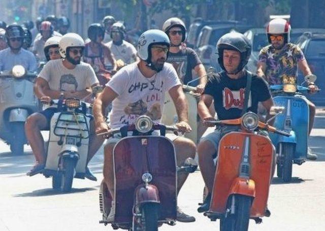 Niente Vespa in centro città a Genova, presto divieti per auto e moto Euro 0 e Euro 1
