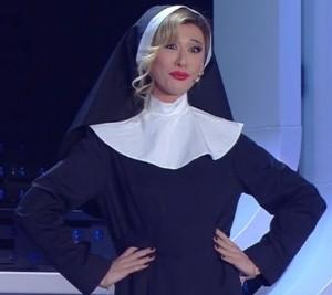 Virginia Raffaele nei panni di una Belen vestita da suora a Sanremo 2016