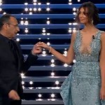 Sanremo 2016 – Madalina Ghenea mostra le curve e Conti perde la testa