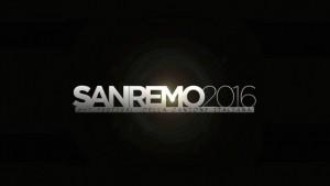 Sanremo 2016 - Madalina, abito troppo hot, cerca di coprirsi con i bigliettini