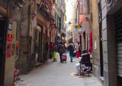 Genova, girava indisturbato per via Prè. Ma sarebbe dovuto essere in carcere