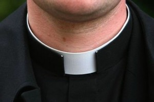 Catania - Costringeva minori ad atti sessuali, arrestato sacerdote