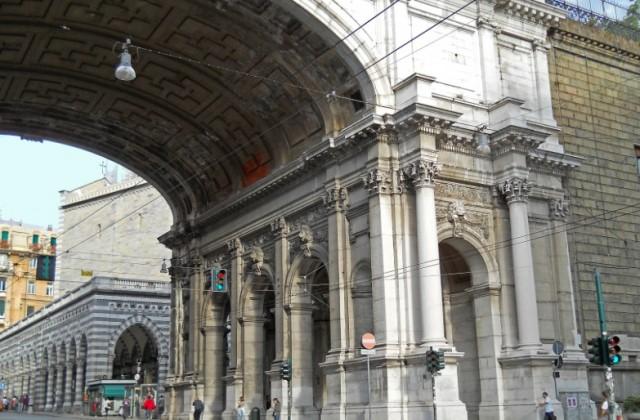 Ponte Monumentale, è sceso l'uomo che minacciava di suicidarsi