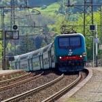 In fiamme pozzetto di alimentazione, disagi sulla ferrovia Torino-Genova
