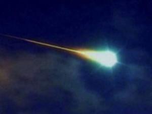 scia luminosa nel cielo di La Spezia