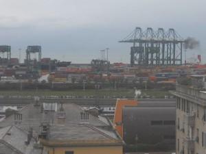 Genova - Vento forte, in porto si scontrano due traghetti