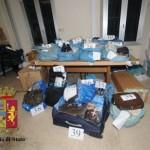 Genova – Scoperto magazzino merce contraffatta a Prè