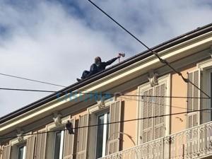 Anziano minaccia suicidio a Sanremo