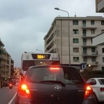 Nuovo semaforo in corso Europa, traffico ancora nel caos