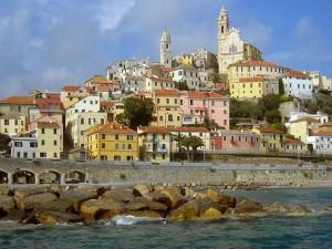 Salerno, ha infarto durante la messa, prete salvato dal sindaco