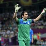 """Buffon il più forte di sempre, Tavecchio: """"Stella polare del calcio"""""""