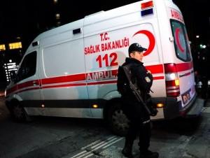 Istanbul - Terroristi vestiti da Babbo Natale in un locale, decine di morti