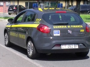 Cosenza, Guardia di Finanza sequestra 14 veicoli ad unico proprietario